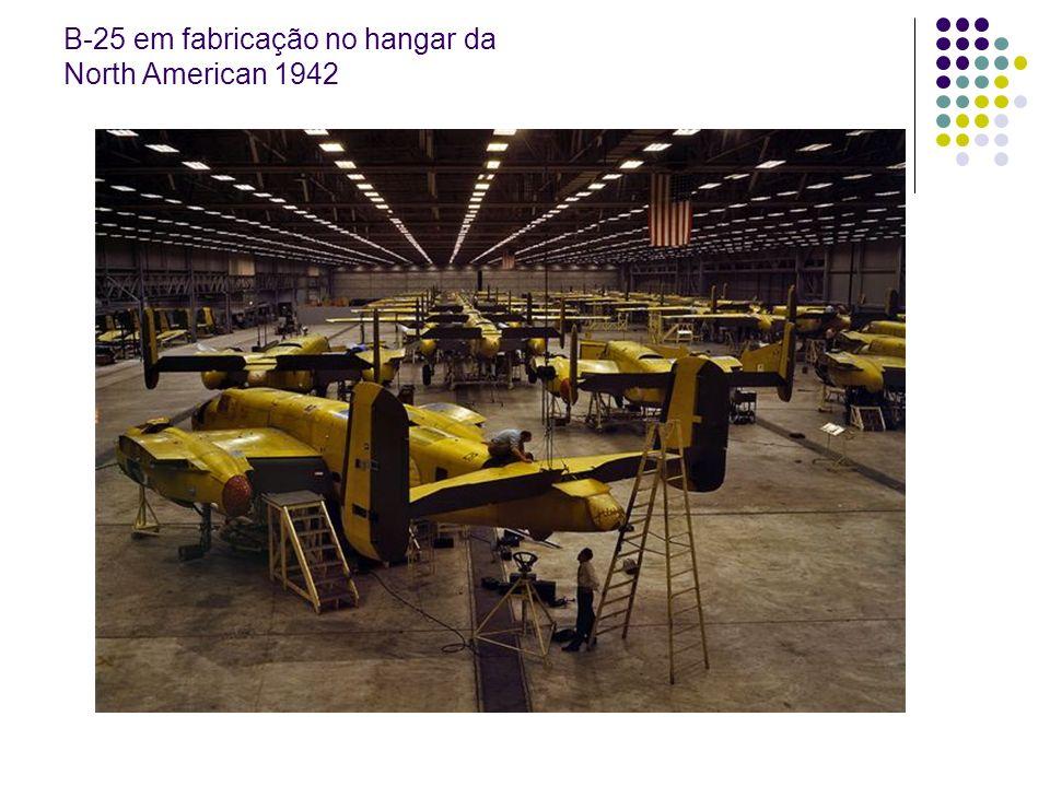 B-25 em fabricação no hangar da North American 1942