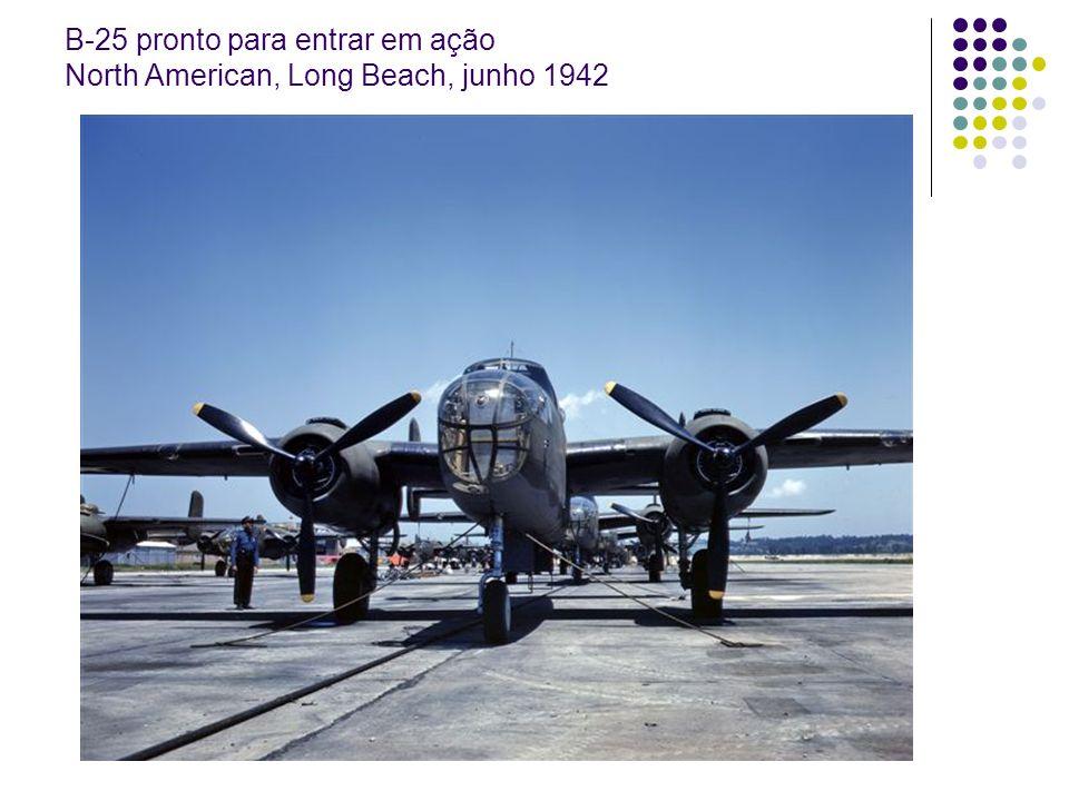 B-25 pronto para entrar em ação North American, Long Beach, junho 1942
