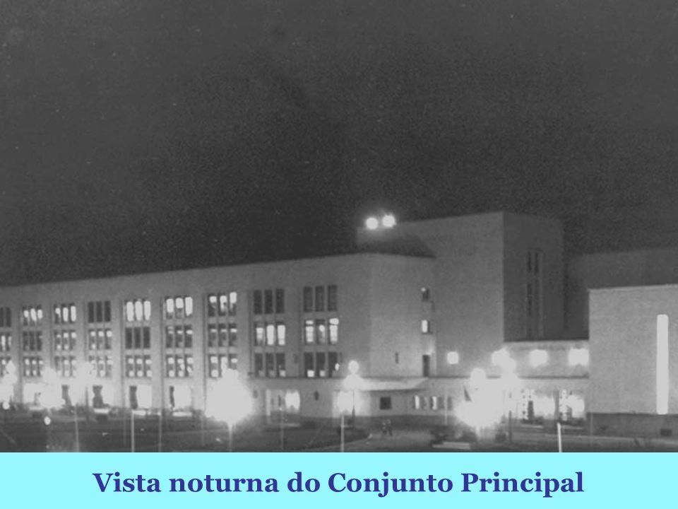 Vista noturna do Conjunto Principal