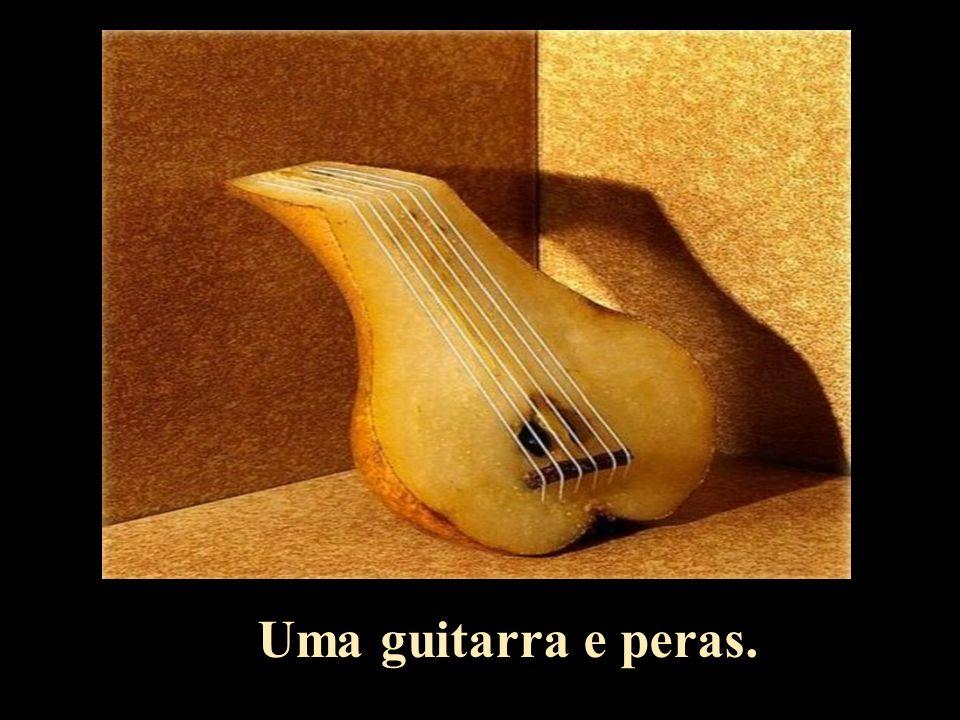Uma guitarra e peras.