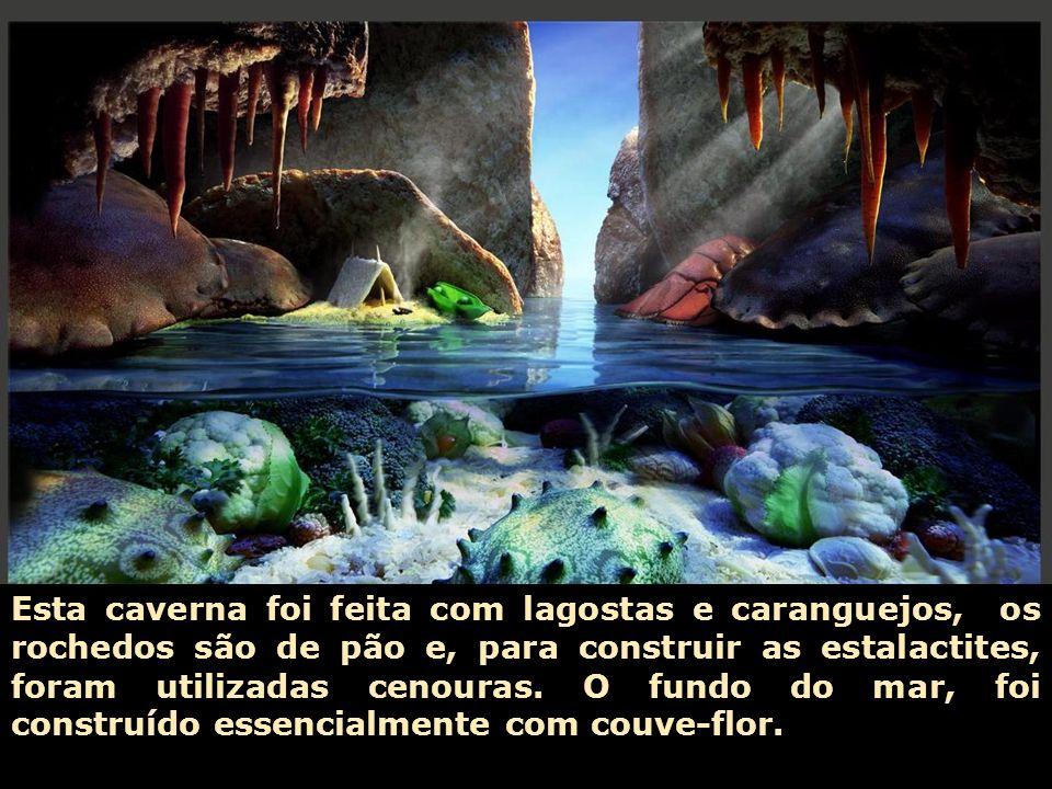 Esta caverna foi feita com lagostas e caranguejos, os rochedos são de pão e, para construir as estalactites, foram utilizadas cenouras.