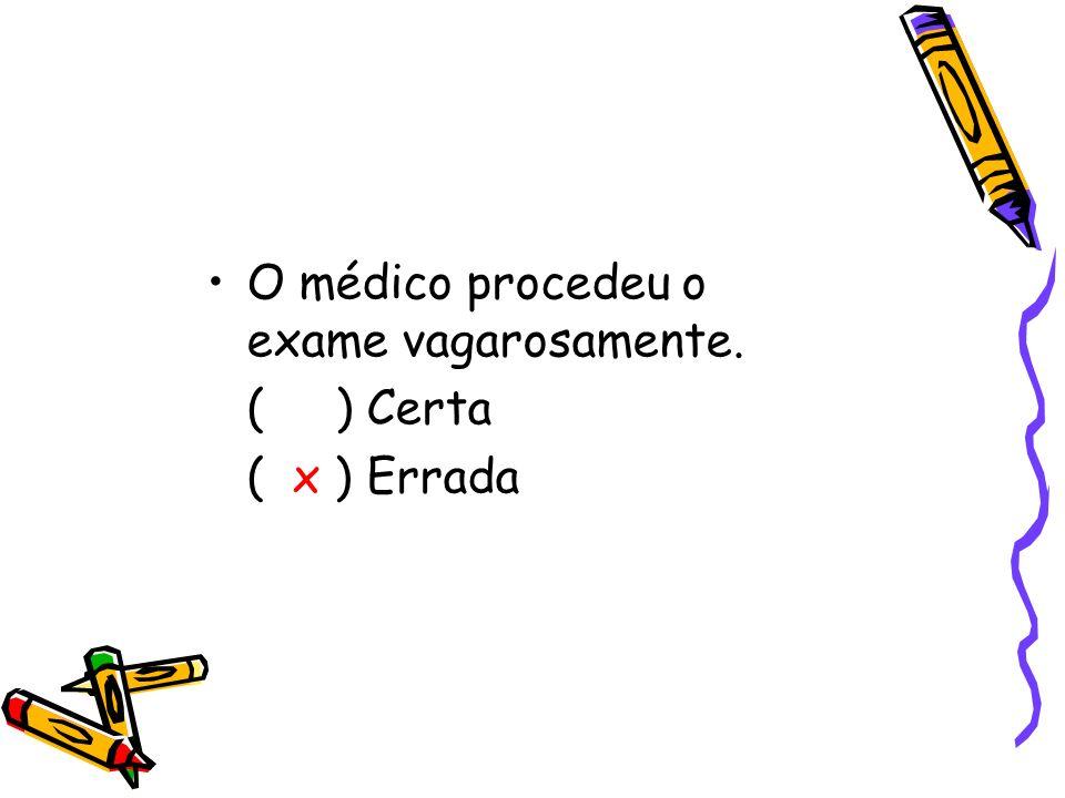 O médico procedeu o exame vagarosamente.
