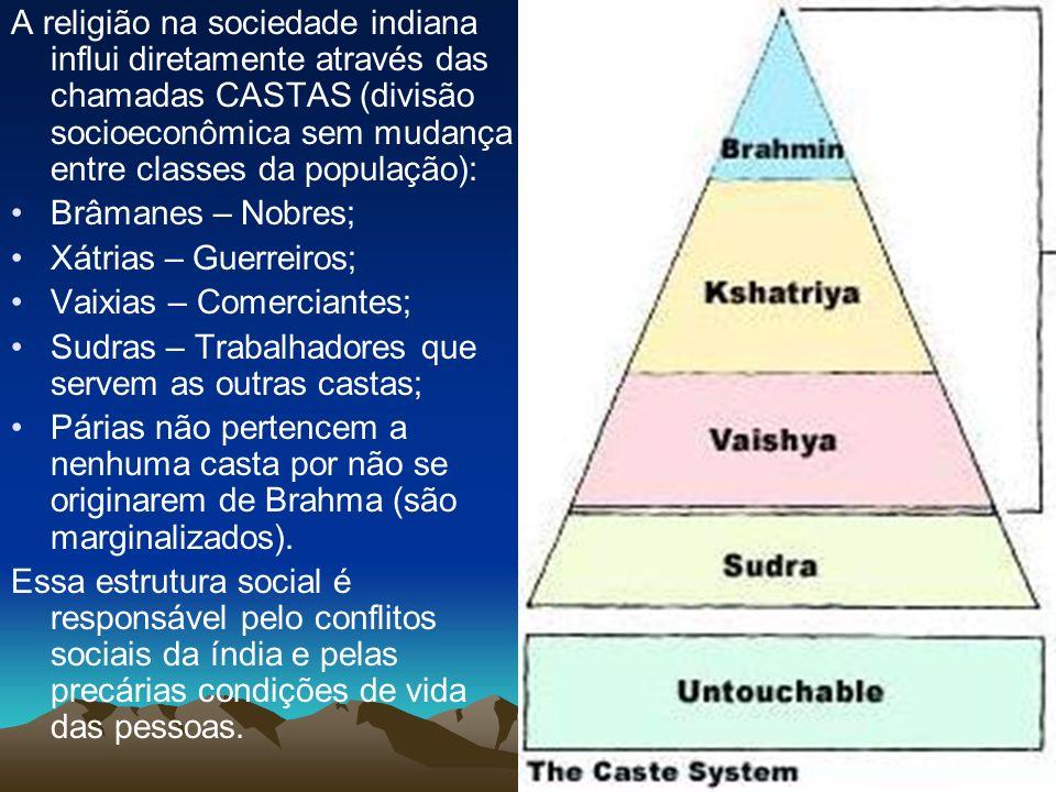 A religião na sociedade indiana influi diretamente através das chamadas CASTAS (divisão socioeconômica sem mudança entre classes da população):