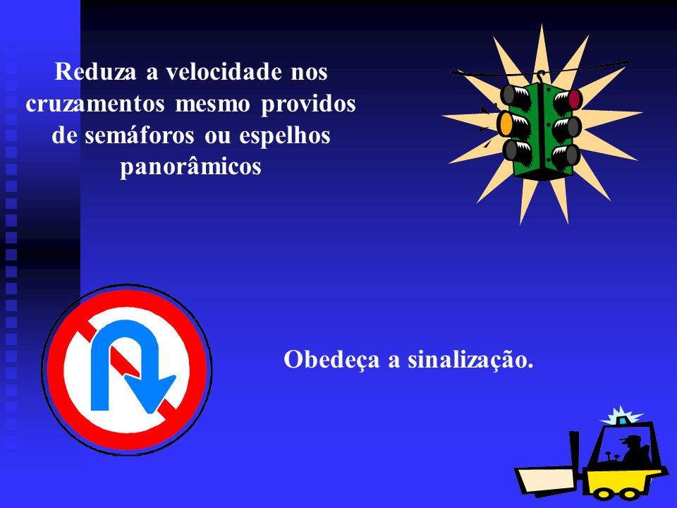 Reduza a velocidade nos cruzamentos mesmo providos de semáforos ou espelhos panorâmicos