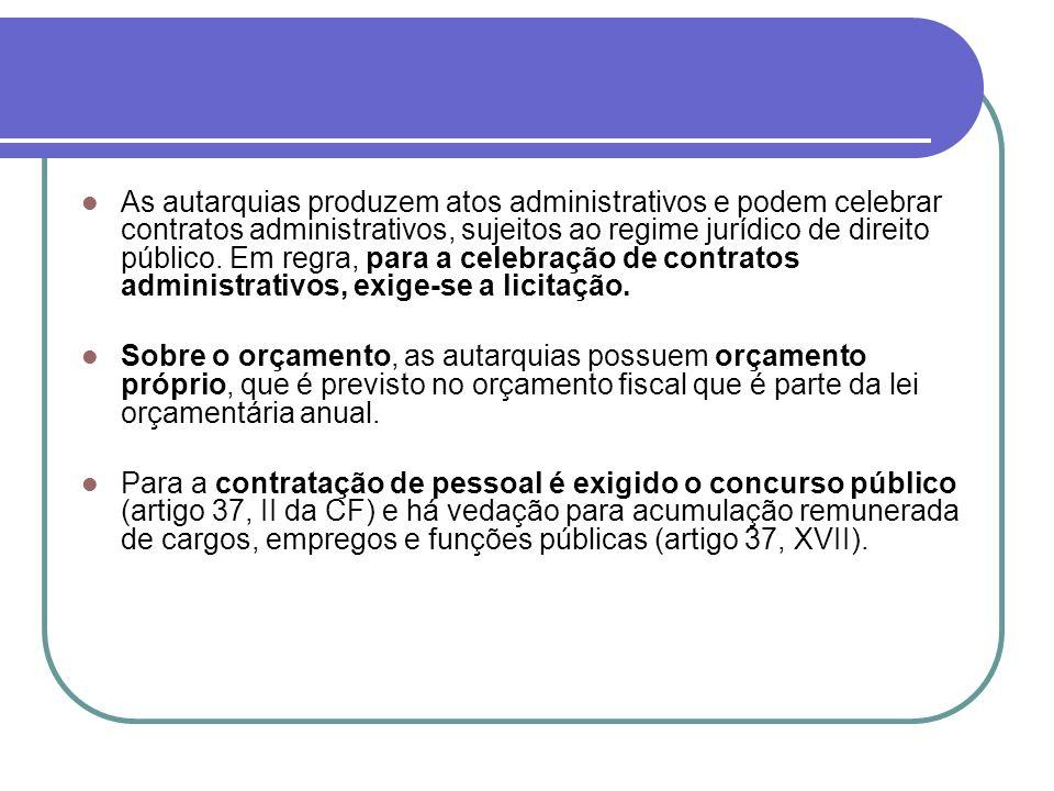As autarquias produzem atos administrativos e podem celebrar contratos administrativos, sujeitos ao regime jurídico de direito público. Em regra, para a celebração de contratos administrativos, exige-se a licitação.