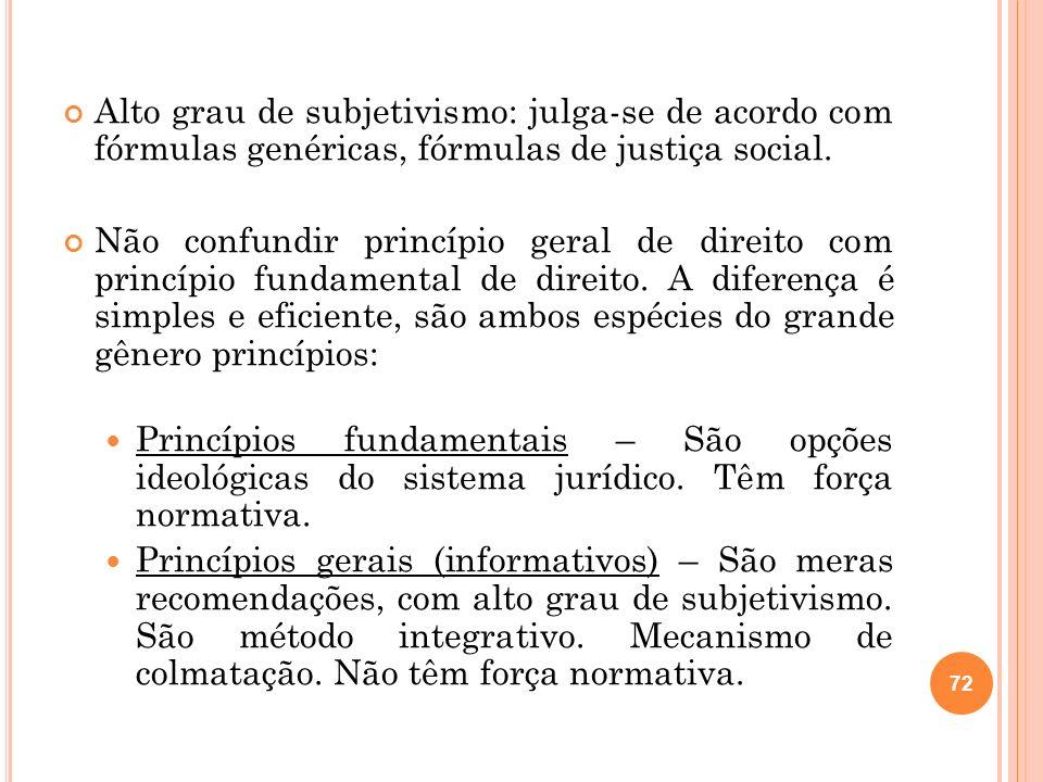Alto grau de subjetivismo: julga-se de acordo com fórmulas genéricas, fórmulas de justiça social.
