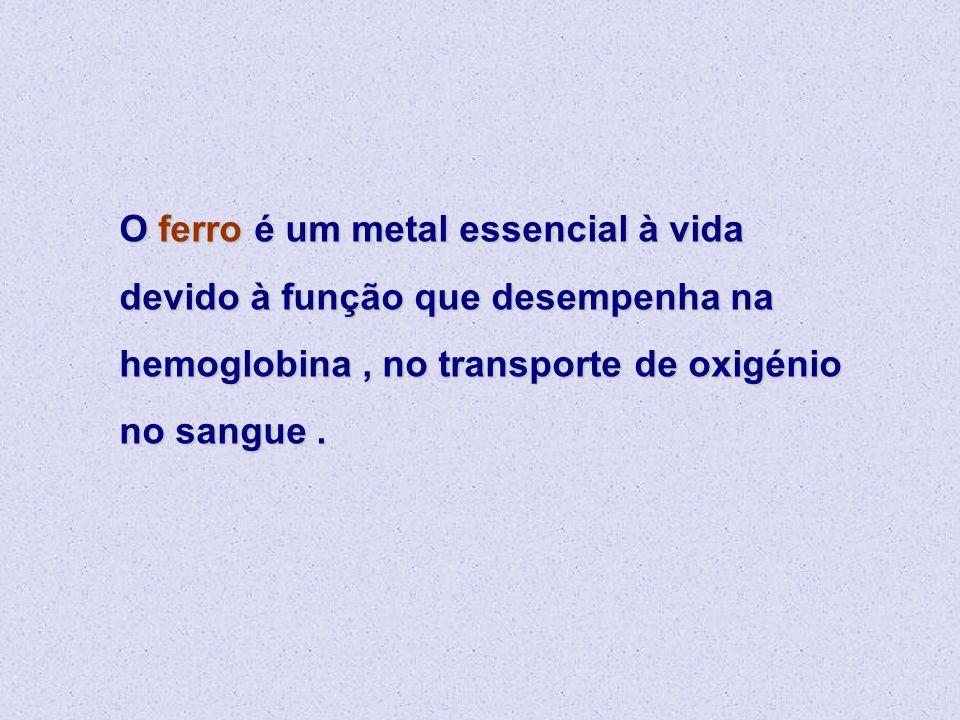 O ferro é um metal essencial à vida devido à função que desempenha na hemoglobina , no transporte de oxigénio no sangue .