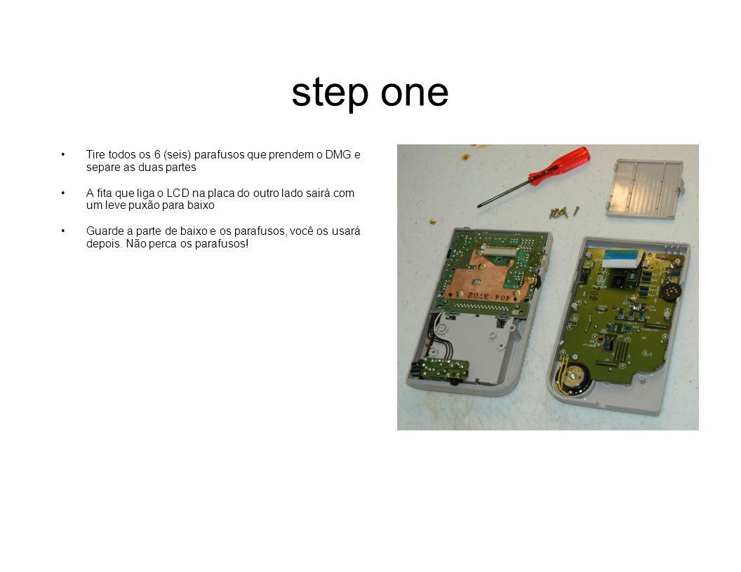 step one Tire todos os 6 (seis) parafusos que prendem o DMG e separe as duas partes.