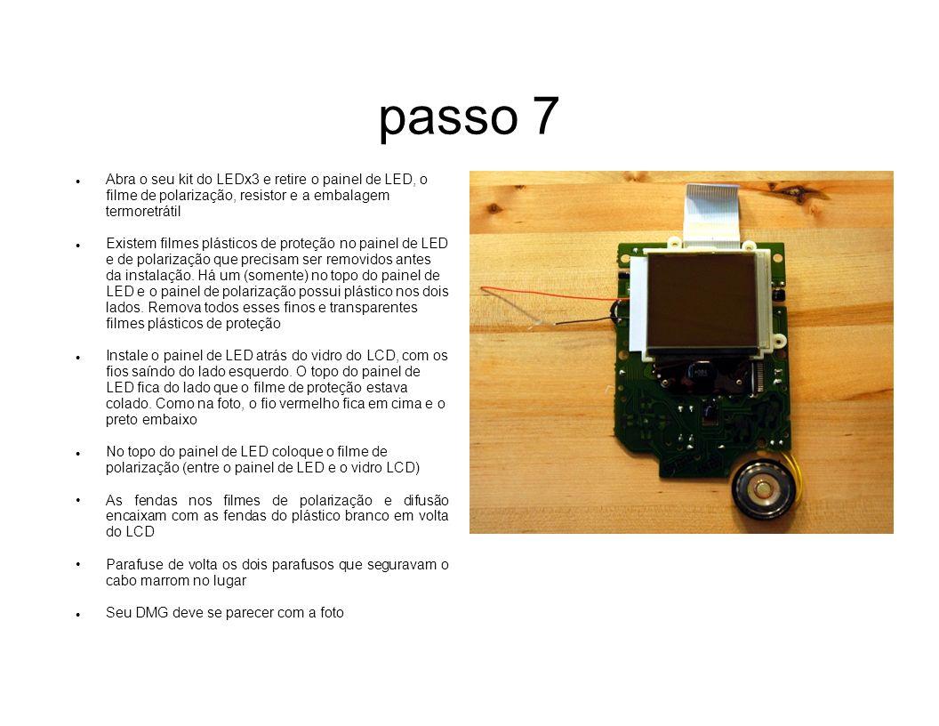 passo 7 Abra o seu kit do LEDx3 e retire o painel de LED, o filme de polarização, resistor e a embalagem termoretrátil.