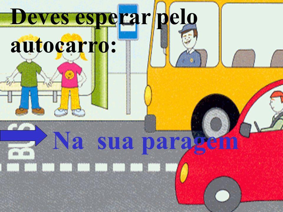 Deves esperar pelo autocarro: