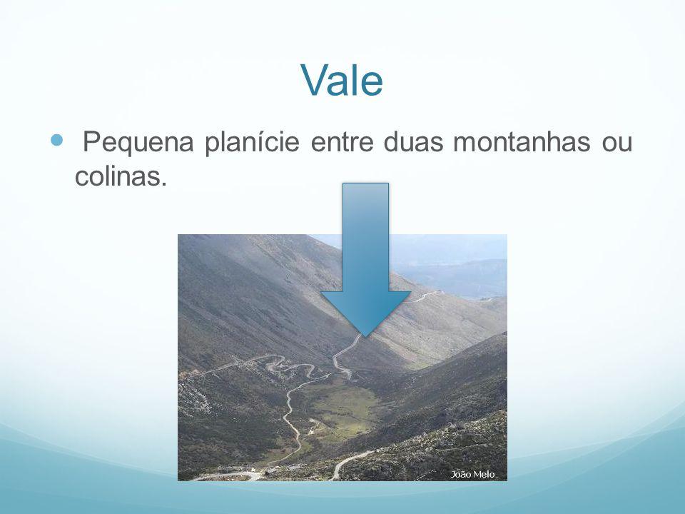Vale Pequena planície entre duas montanhas ou colinas.