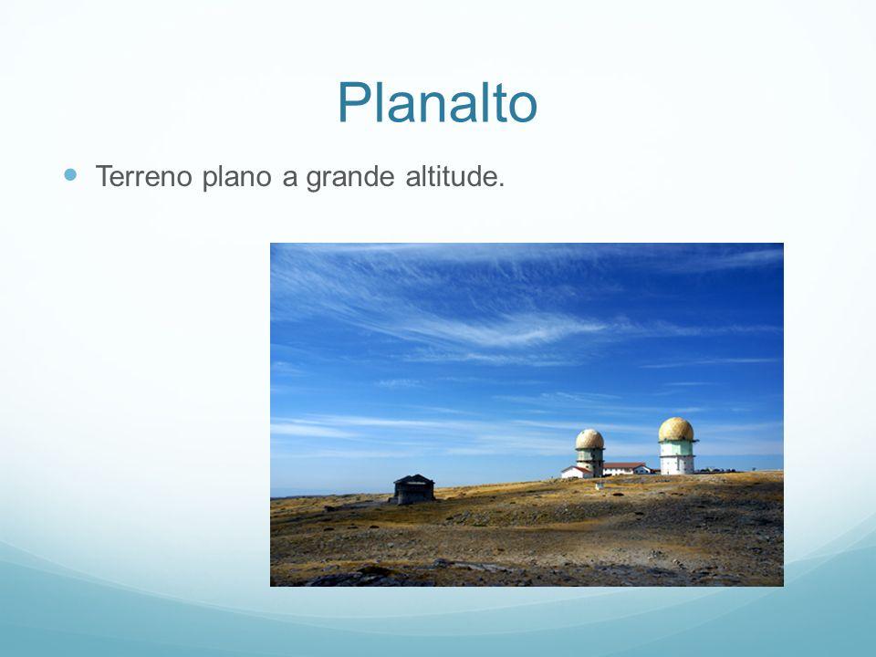 Planalto Terreno plano a grande altitude.