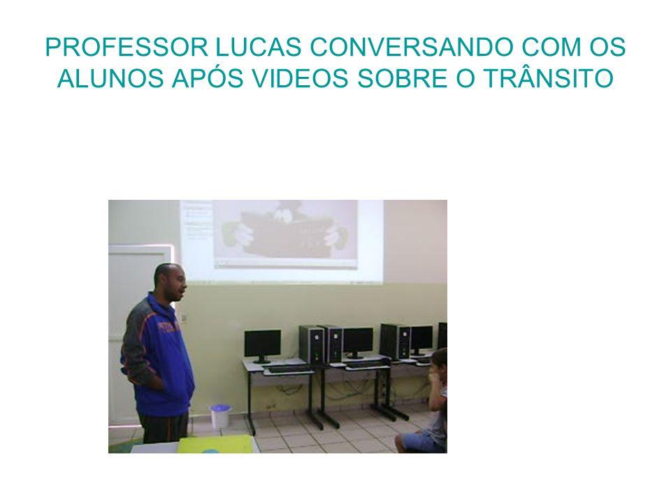 PROFESSOR LUCAS CONVERSANDO COM OS ALUNOS APÓS VIDEOS SOBRE O TRÂNSITO