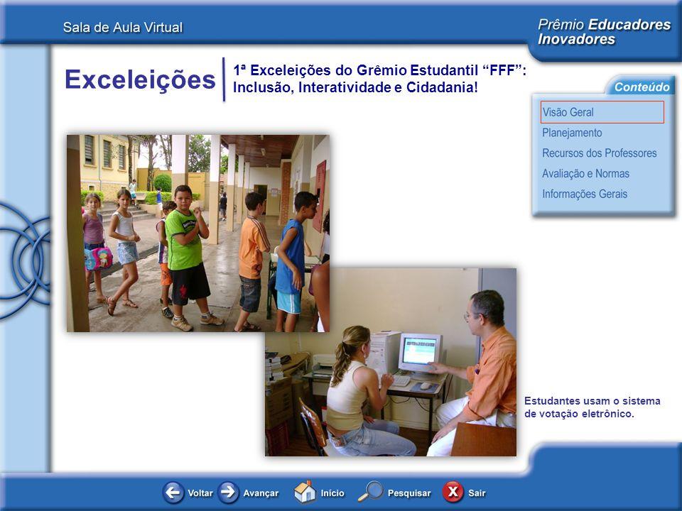 Estudantes usam o sistema de votação eletrônico.
