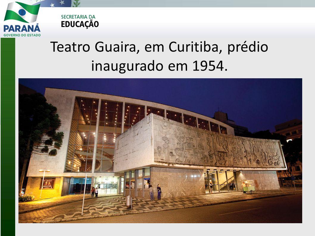 Teatro Guaira, em Curitiba, prédio inaugurado em 1954.