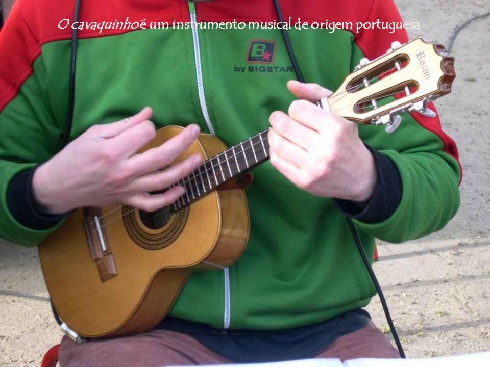O cavaquinho é um instrumento musical de origem portuguesa