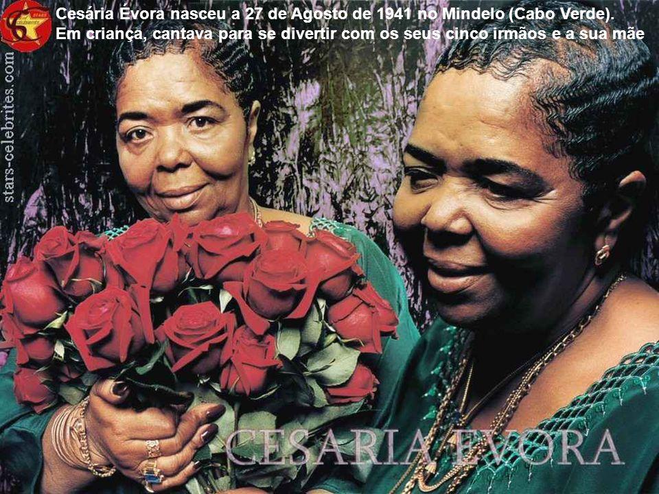Cesária Évora nasceu a 27 de Agosto de 1941 no Mindelo (Cabo Verde).