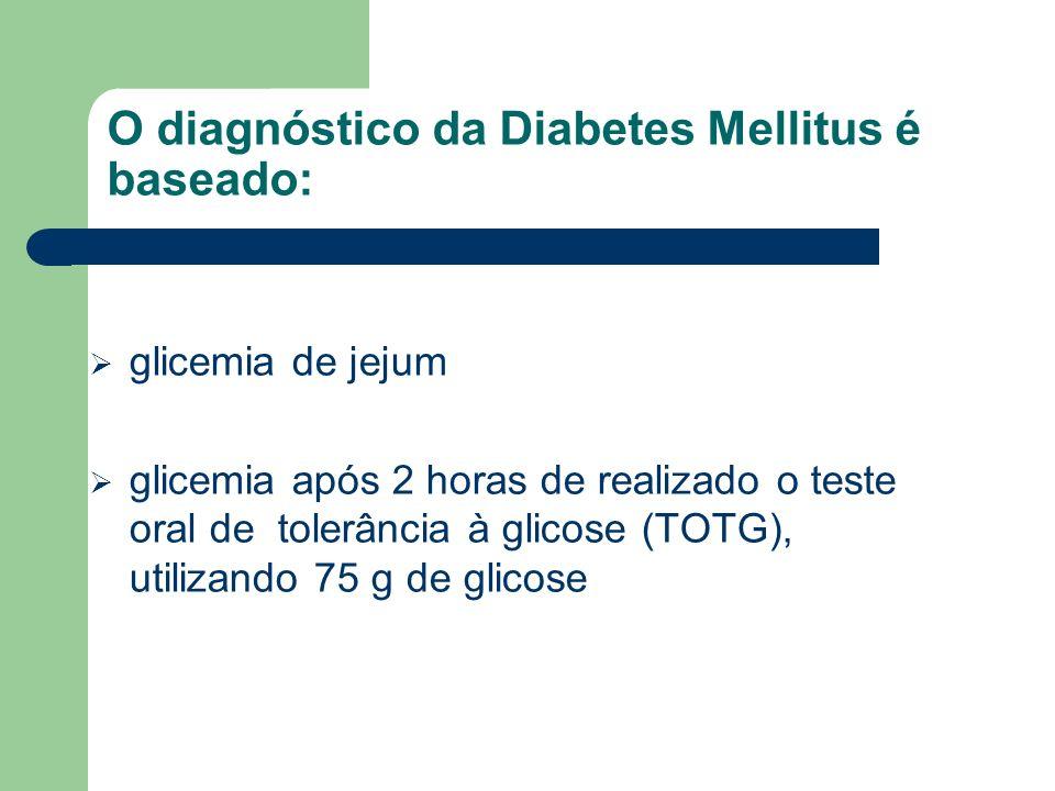 O diagnóstico da Diabetes Mellitus é baseado: