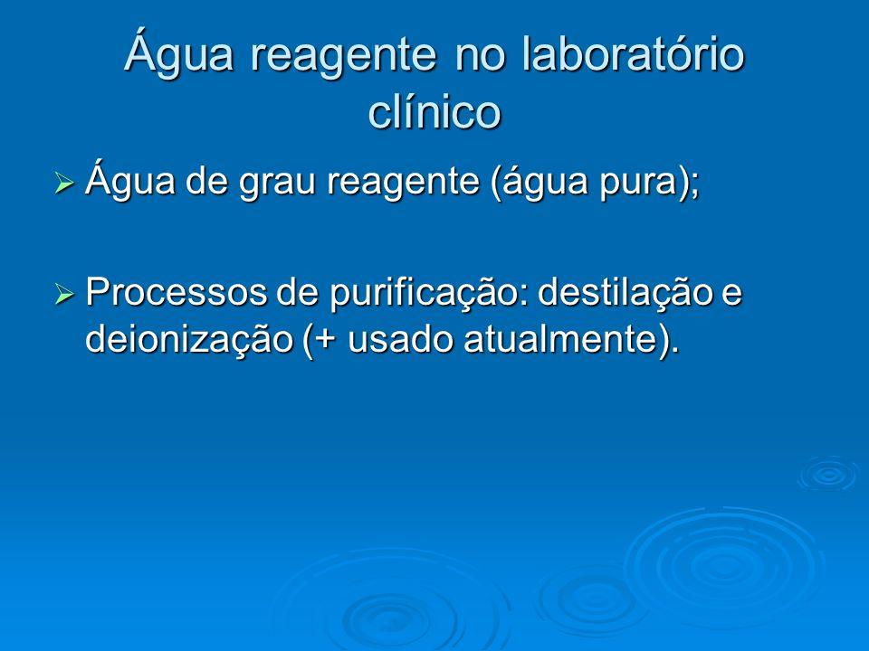 Água reagente no laboratório clínico