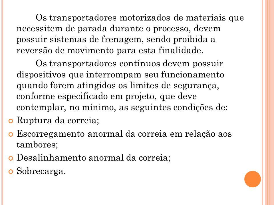 Os transportadores motorizados de materiais que necessitem de parada durante o processo, devem possuir sistemas de frenagem, sendo proibida a reversão de movimento para esta finalidade.