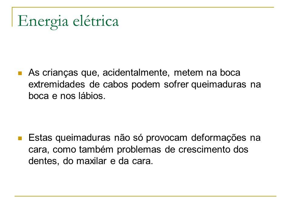 Energia elétricaAs crianças que, acidentalmente, metem na boca extremidades de cabos podem sofrer queimaduras na boca e nos lábios.