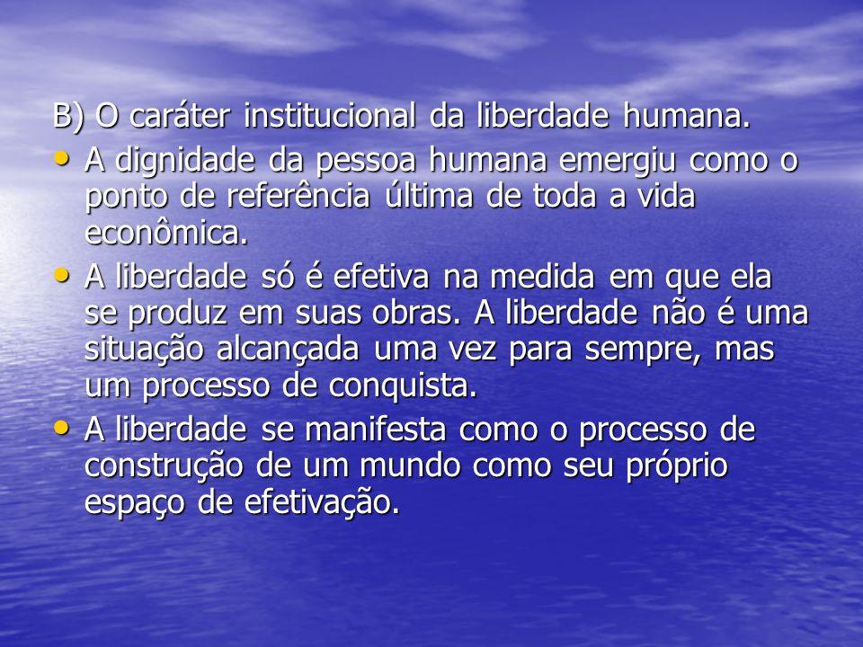 B) O caráter institucional da liberdade humana.