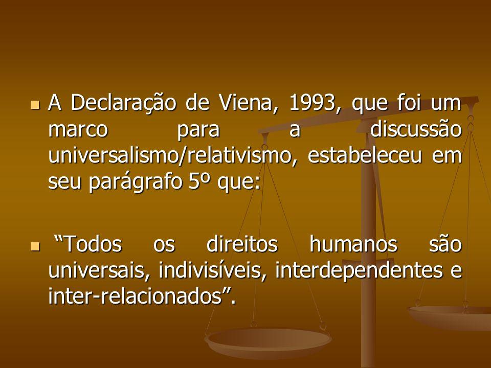 A Declaração de Viena, 1993, que foi um marco para a discussão universalismo/relativismo, estabeleceu em seu parágrafo 5º que: