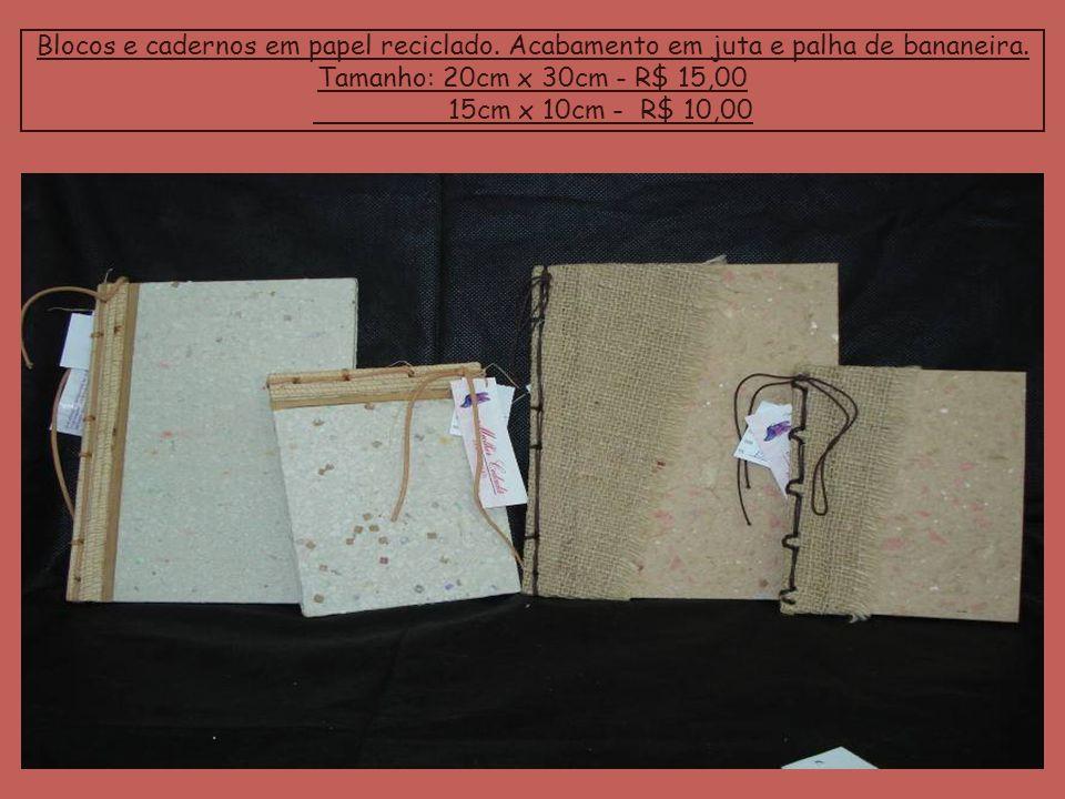 Blocos e cadernos em papel reciclado