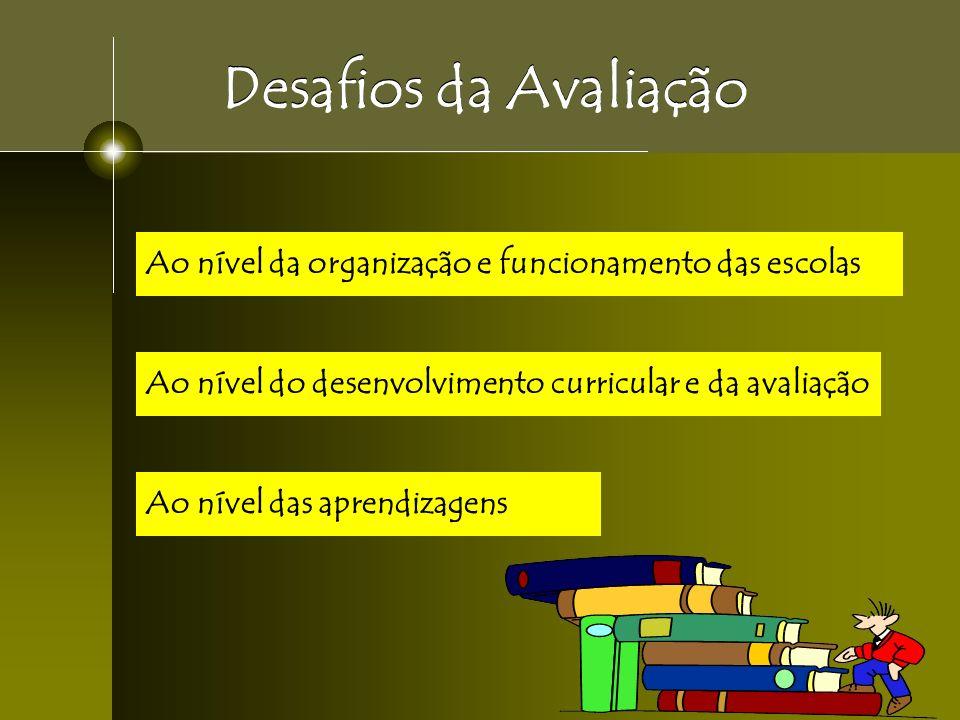 Desafios da Avaliação Ao nível da organização e funcionamento das escolas. Ao nível do desenvolvimento curricular e da avaliação.