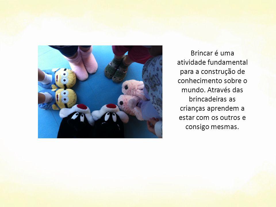 Brincar é uma atividade fundamental para a construção de conhecimento sobre o mundo.