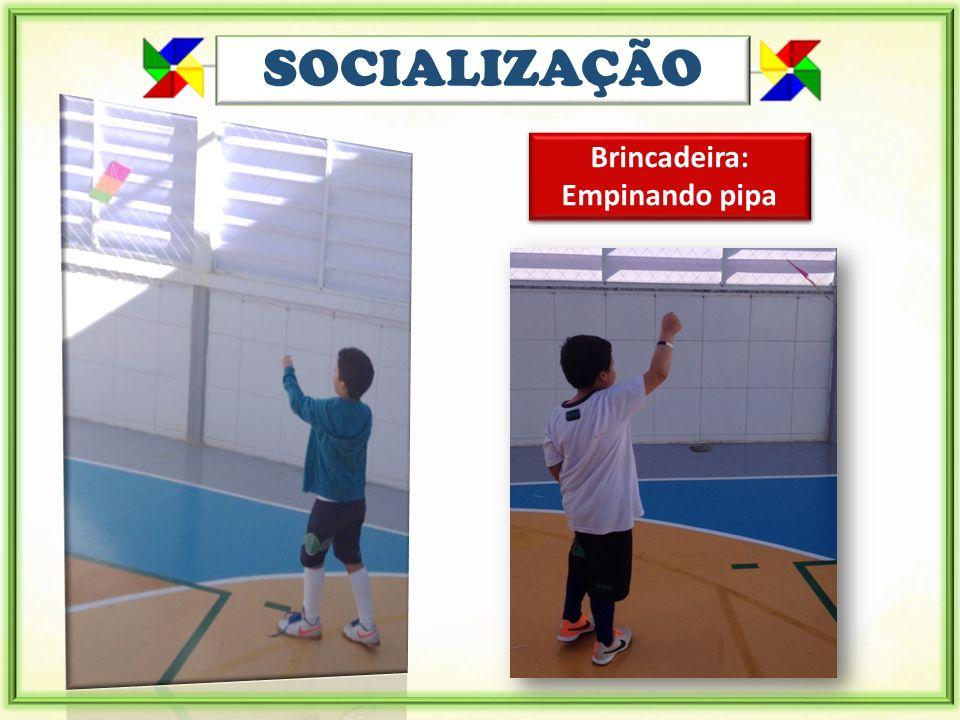 SOCIALIZAÇÃO Brincadeira: Empinando pipa