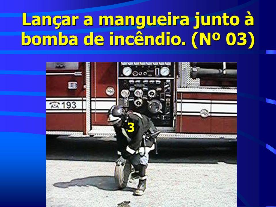 Lançar a mangueira junto à bomba de incêndio. (Nº 03)