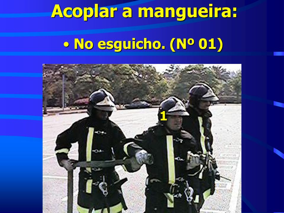 Acoplar a mangueira: No esguicho. (Nº 01) 1