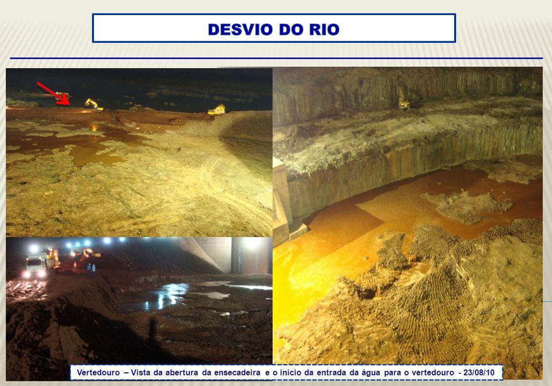 DESVIO DO RIO Vertedouro – Vista da abertura da ensecadeira e o inicio da entrada da água para o vertedouro - 23/08/10.