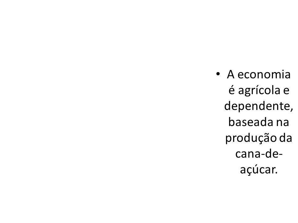 A economia é agrícola e dependente, baseada na produção da cana-de-açúcar.
