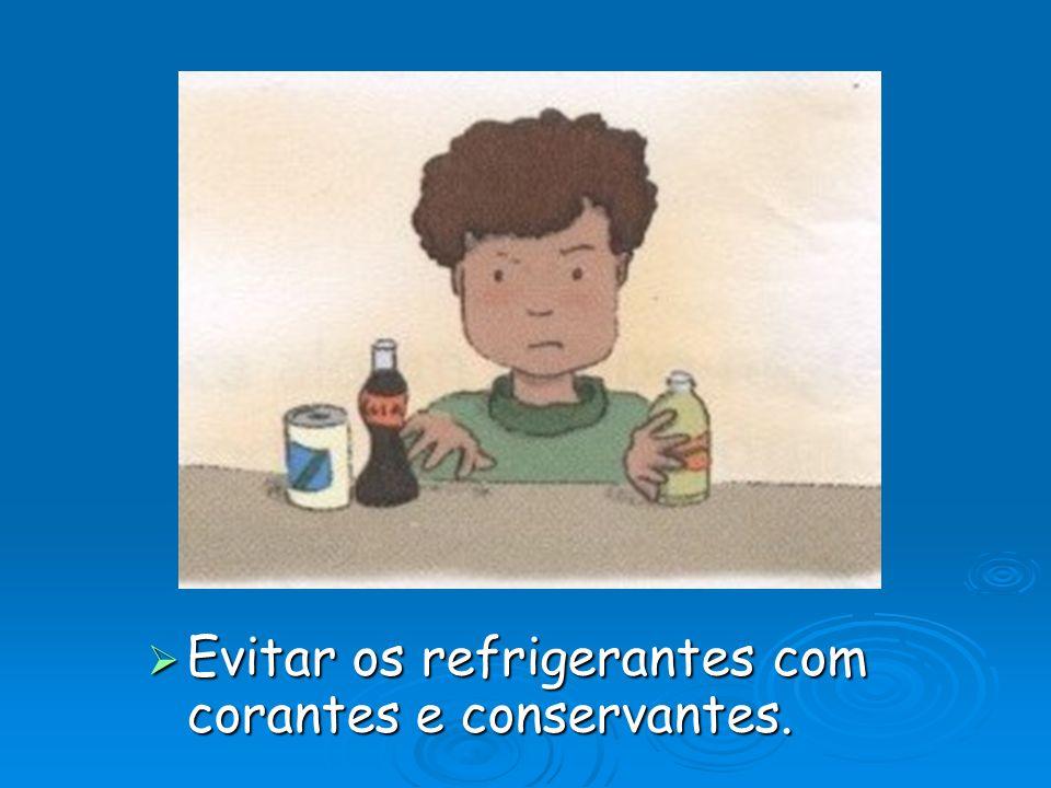 Evitar os refrigerantes com corantes e conservantes.