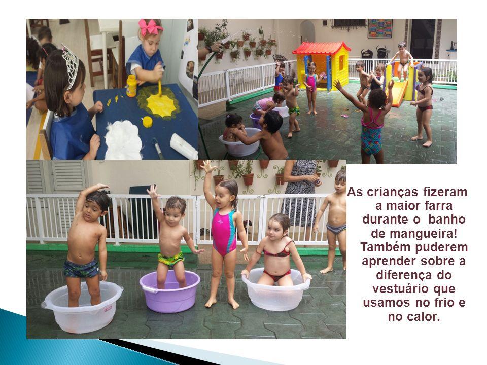 As crianças fizeram a maior farra durante o banho de mangueira