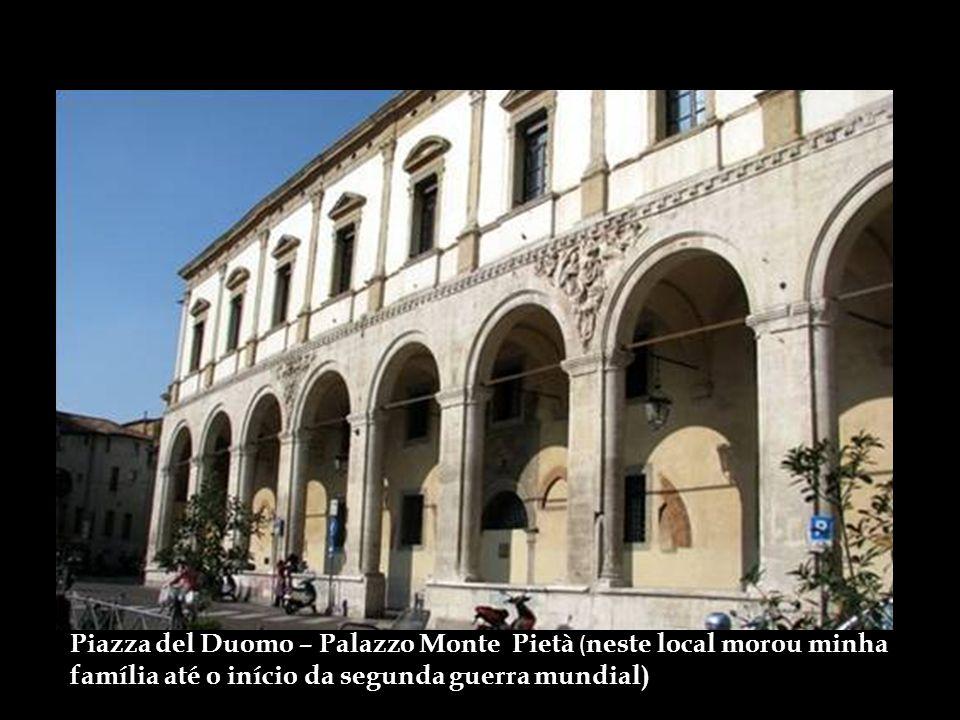 Piazza del Duomo – Palazzo Monte Pietà (neste local morou minha família até o início da segunda guerra mundial)