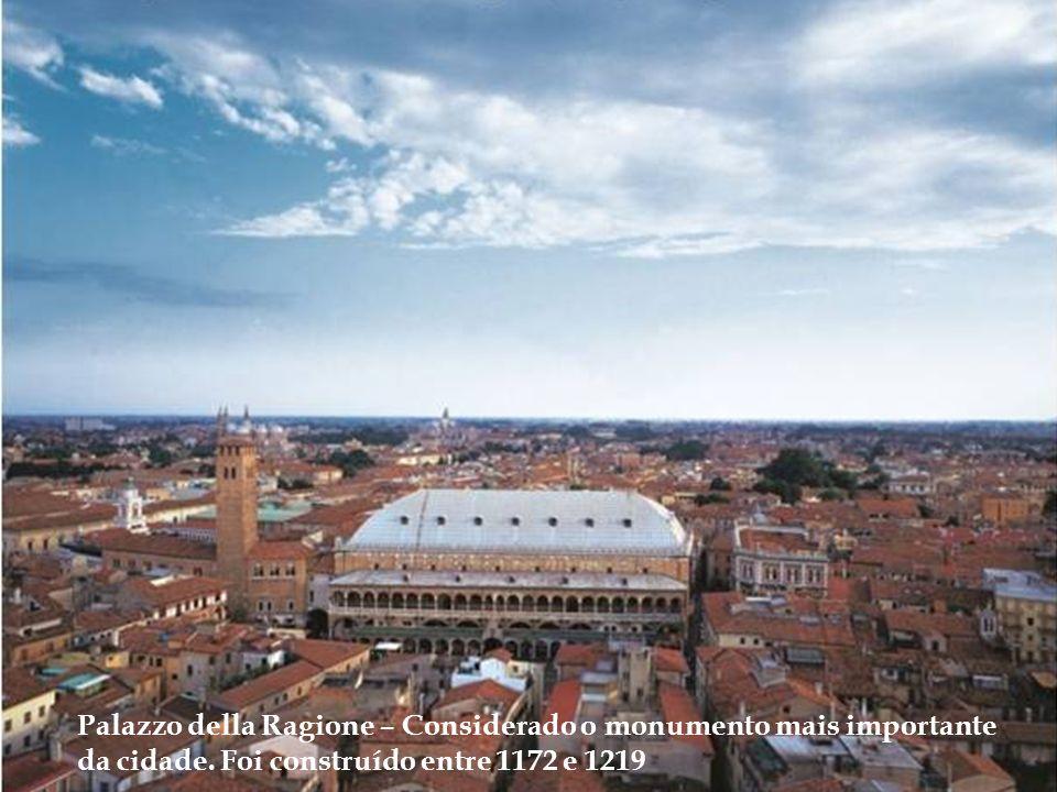 Palazzo della Ragione – Considerado o monumento mais importante da cidade.