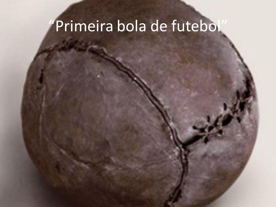 Primeira bola de futebol