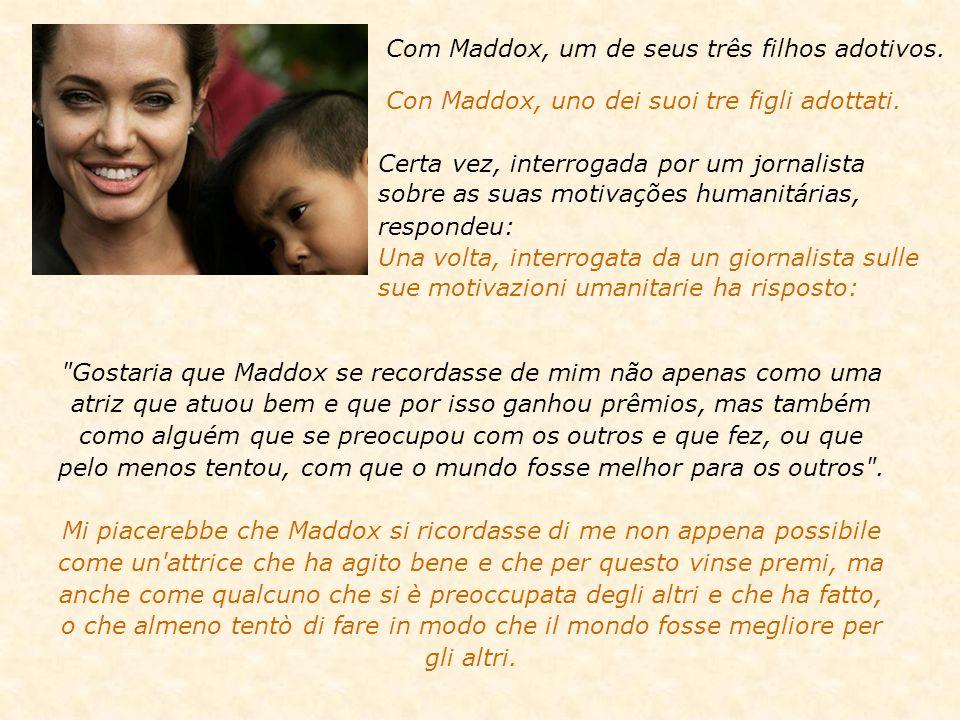 Com Maddox, um de seus três filhos adotivos.