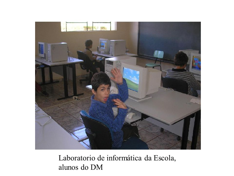 Laboratorio de informática da Escola, alunos do DM
